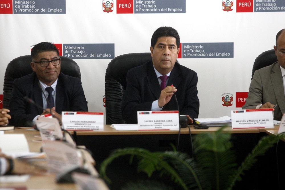 Oficialista Sheput cuestiona a ministro Barreda por ley Bartra