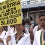 Médicos de EsSalud acatan huelga de 48 horas (VIDEOS)