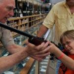 EEUU: Supermercados Walmart dejará de vender armas de fuego a menores de 21 años (VIDEO)
