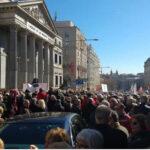España: Miles de jubilados marchanexigiendo pensiones dignas y la renuncia de Rajoy (VIDEO)