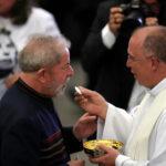 Lula arremete contra jueces en misa por aniversario de muerte de su esposa