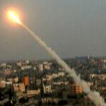 Extremistas palestinos lanzan misil a Israel en represalia por muerte de dos menores