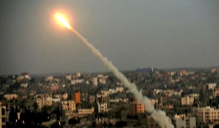 Bombardeo israelí mata a dos jóvenes palestinos en Gaza