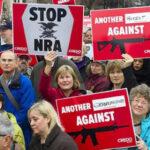 Tras masacre de Florida grandes compañías se alejan de la Asociación Nacional del Rifle