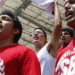 Daniel Peredo: Aplausos, lágrimas y dolor en despedida a periodista (FOTOS)