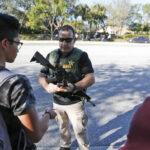 EEUU: Policías escolares podrán llevar armas de alto calibre para rechazar ataques