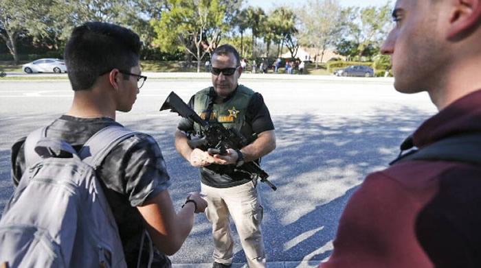 Suspenden a policía que no actuó en matanza de Florida