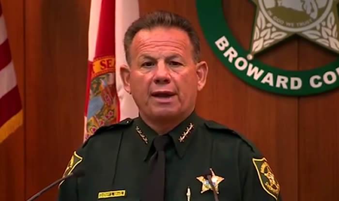 El vigilante armado que pudo haber evitado la matanza en Florida