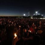 EEUU: Vigilia de miles de personas por las víctimas de la masacre en escuela de Parkland (VIDEO)