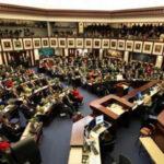 Senado de Florida rechazó prohibición de fusiles de asalto y apoyó armar a maestros (VIDEO)