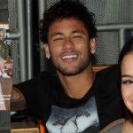 Brasil: Neymar pasea a su novia en silla de ruedas mientras espera cirugía