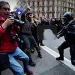 España: Detenidos y heridos en protestas contra el arresto de Puigdemont (VIDEO)