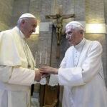 El Papa Francisco para felicitarle por la Pascua visitó a Benedicto XVI