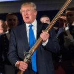 """Trump promete a la Asociación del Rifle seguir apoyando el """"derecho a llevar armas"""""""