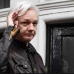 Ecuador restringe a Julian Assange acceso a comunicaciones por abordar temas políticos