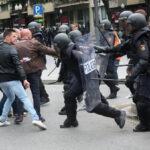 España: Nuevas cargas policiales para frenar piquetes independentistas en las carreteras (VIDEO)