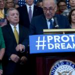 Demócratas piden regularizar a jóvenes indocumentados junto a presupuesto