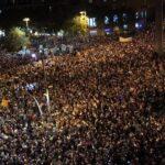 Multitudinaria manifestación en Barcelona por libertad de líderes independentistas