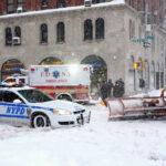 EEUU: Cancelan 2.300 vuelos y cierran colegios por temporal de nieve en la costa este (VIDEO)