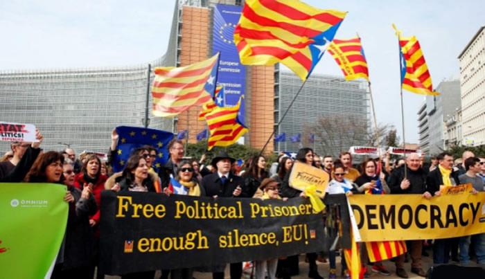Ex presidente catalán permanecerá detenido en Alemania