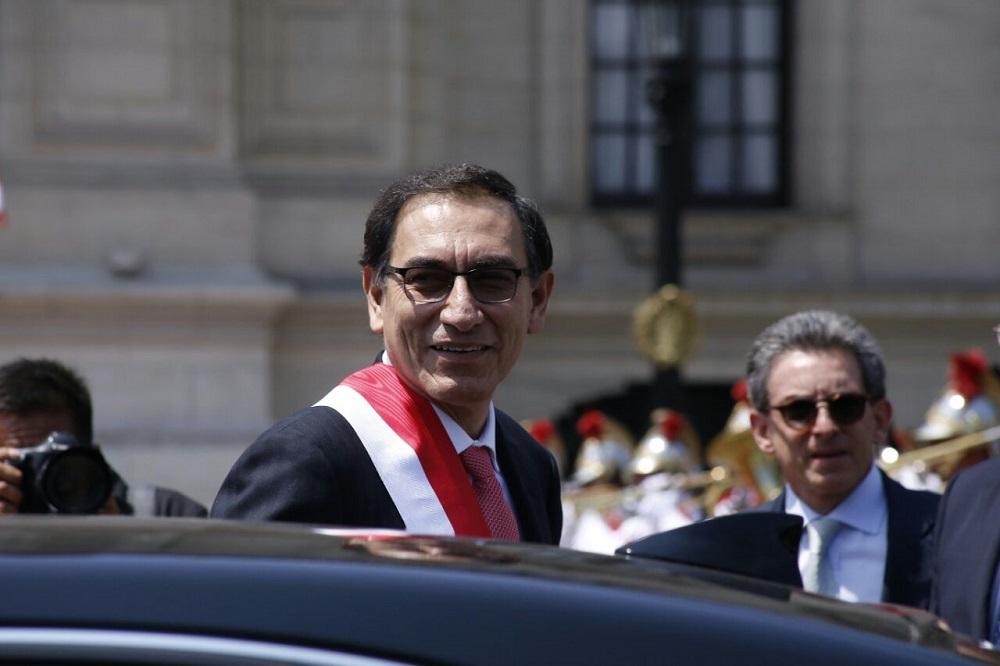 Vizcarra jura como nuevo presidente de Perú