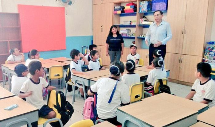 Vizcarra visitó colegio Melitón Carvajal: