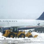 """EEUU: Cancelan 2,400 vuelos por los vientos huracanados del """"ciclón bomba"""" en costa noreste (VIDEO)"""