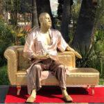 EEUU: Con estatua de Harvey Weinstein protestan cerca al teatro donde se entregarán los Óscar