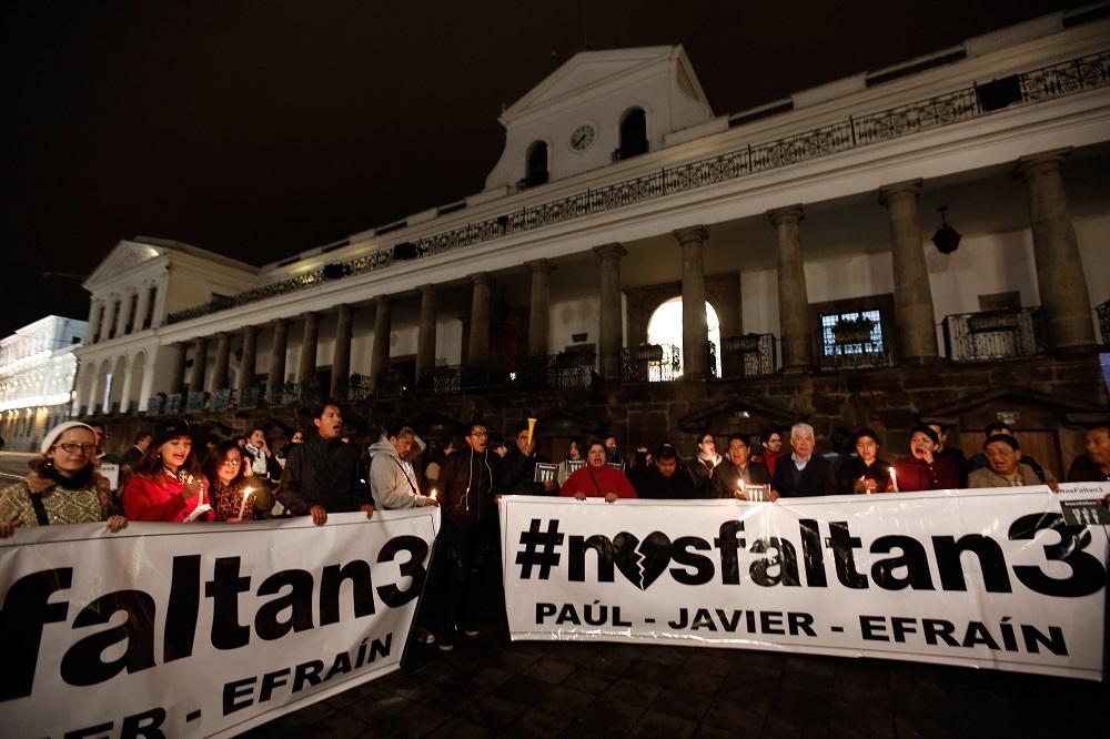 Familias de equipo periodístico secuestrado parte a Lima, para intentar hablar con el presidente de Colombia
