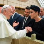 El Papa saludó a destacados artistas participantes en un foro en el Vaticano