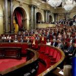España: Parlamento catalán acepta la delegación de voto de Puigdemont