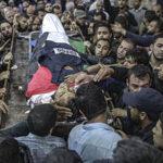 Periodista asesinado por soldados de Israel es despedido con su chaleco de prensa