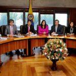 Colombia: Corte Constitucional avala amnistía a exguerrillerospero con condicionamiento