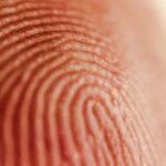 Policía EEUU va a funeraria y busca desbloquear celular usando dedo de finado