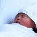 El nombre del tercer hijo de los duques de Cambridge es Luis Arturo Carlos