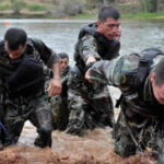 Colombia: Violenta emboscada con bombas del Clan del Golfo deja 8 policías muertos
