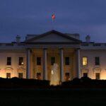 Trump sugiere retirar credenciales para la Casa Blanca a ciertos medios
