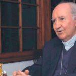 Cuestionado cardenal chileno viaja finalmente a reunión obispos con el Papa