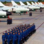 Bombarderos chinos con capacidad de ataque nuclear aterrizan en una isla en disputa (Video)