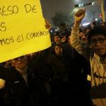 Miles marchan por calles de Lima pidiendo cierre del Congreso (Fotos)