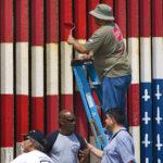 Mural en la frontera con bandera de EEUU al revés en la mira de autoridades (Fotos)