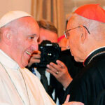Francisco preside funeral por el cardenal colombiano Castrillón