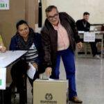 """Colombia: Por primera vez en su vida votó Rodrigo Londoño """"Timochenko"""" ex jefe de las FARC (VIDEO)"""