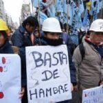 Crisis económica argentina condena al desempleo a miles de trabajadores