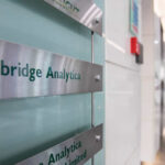 Cambridge Analytica cierra tras la polémica por su acceso a datos de los usuarios de Facebook (VIDEO)