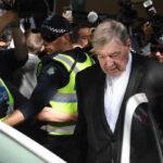 Australia: Cardenal George Pell será procesado por agresión sexual y estará libre bajo fianza (VIDEO)