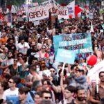 Francia: Decenas de miles protestan contra la política liberal de Macron