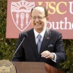EEUU: Renunció presidente de universidad que calló 300 denuncias de abuso sexual (VIDEO)