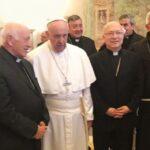La decisión del Papa de convocar a los obispos chilenos es excepcional