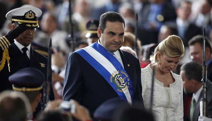 Justicia salvadoreña envía a juicio a expresidente Saca